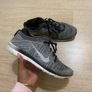 NIKE fly knit sneakers